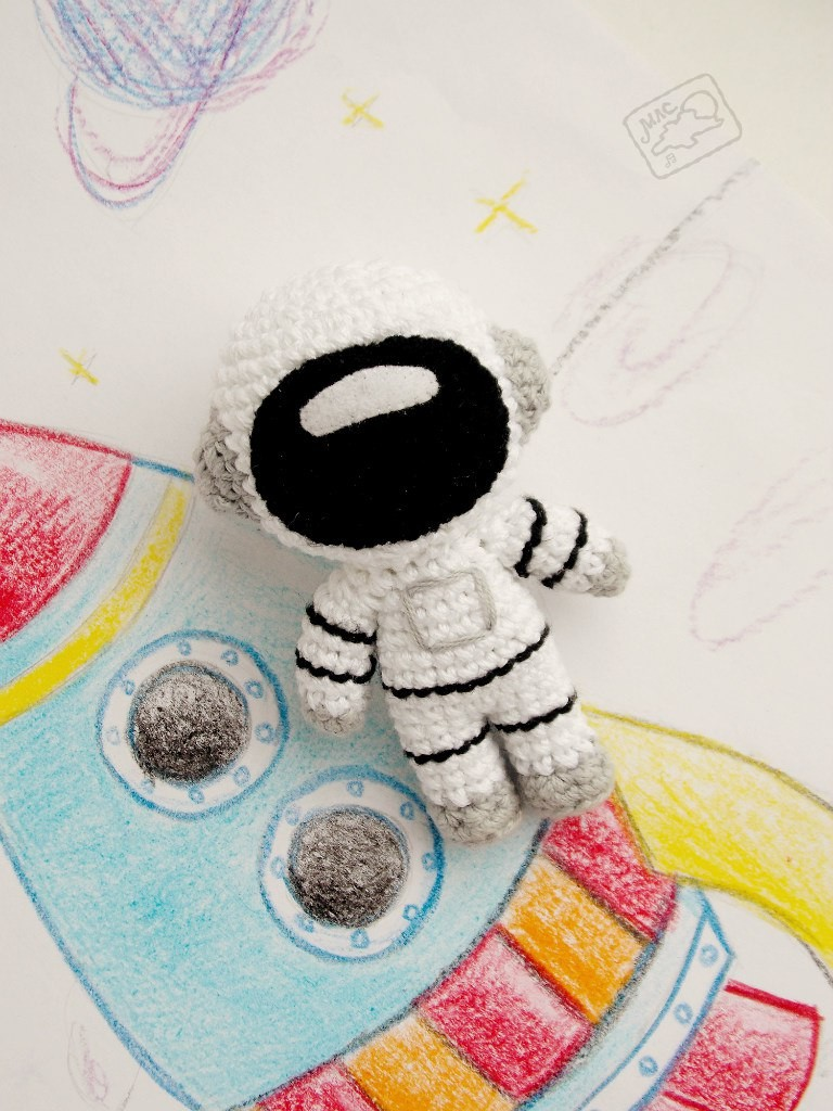 Космонавт, фото, картинка, схема, описание, бесплатно, крючком, амигуруми