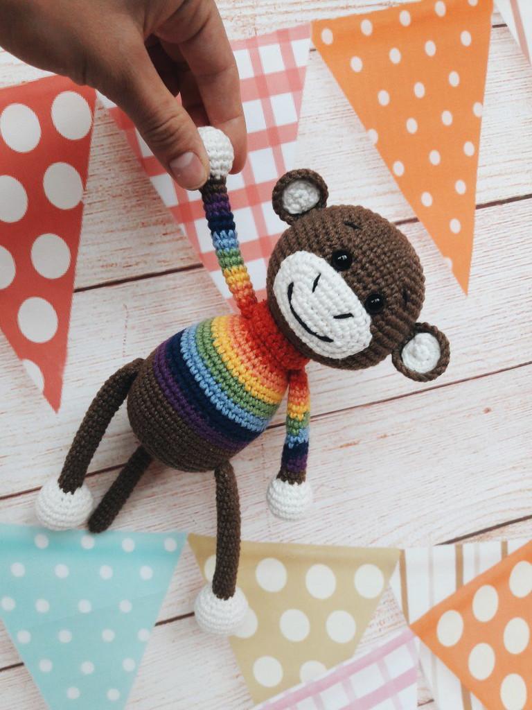 Мартышка в радужном свитерке, фото, картинка, схема, описание, бесплатно, крючком, амигуруми