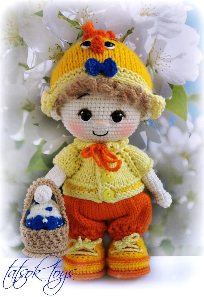 Схема Пупс малыш в костюме цыпленка крючком