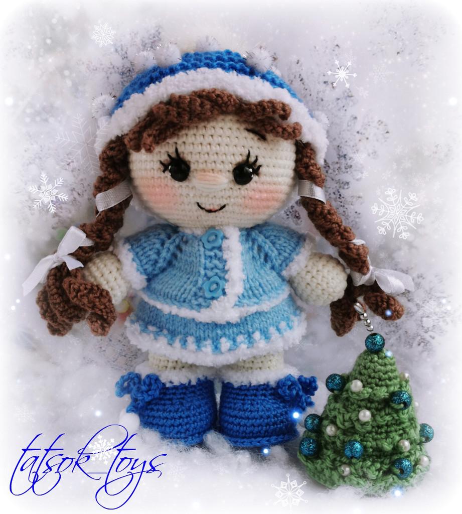 Пупс малышка в костюме Снегурочки, фото, картинка, схема, описание, бесплатно, крючком, амигуруми