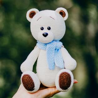 PDF Белый Медвежонок схема вязаной игрушки крючком