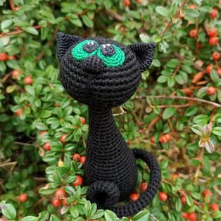 PDF Чёрная кошка схема вязаной игрушки крючком