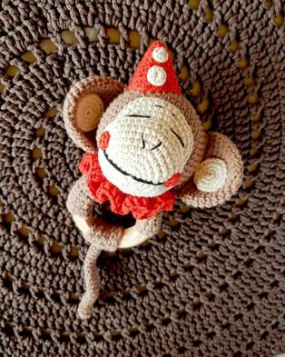 PDF Цирковая обезьянка схема вязаной игрушки крючком