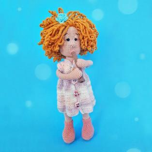 PDF Девочка с флейтой схема вязаной игрушки крючком