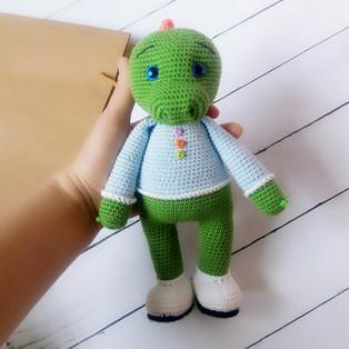 PDF Динозаврик схема вязаной игрушки крючком