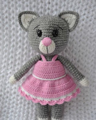 PDF Кошечка в платье схема вязаной игрушки крючком
