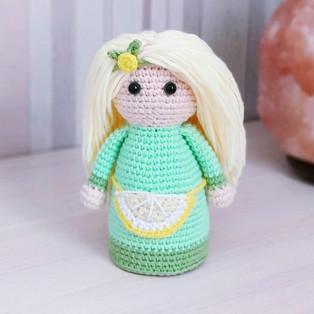 """PDF Кукла """"Здравушка"""" схема вязаной игрушки крючком"""