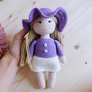 PDF Куколка Алиса схема вязаной игрушки крючком