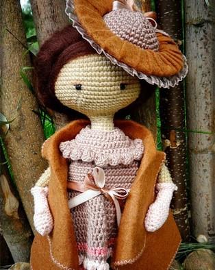 PDF Куколка в винтажной шляпке схема вязаной игрушки крючком