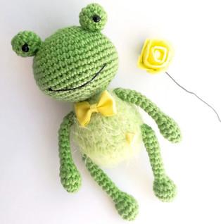 PDF Лягушонок Ква схема вязаной игрушки крючком