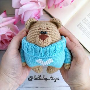 PDF Мишка в свитере схема вязаной игрушки крючком
