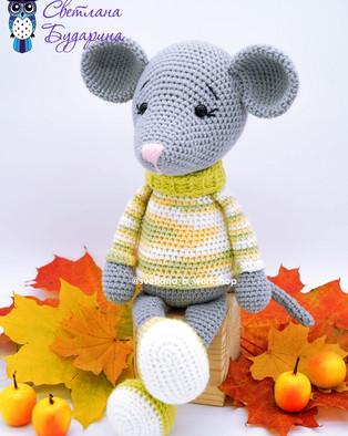 PDF Мышонок в свитере схема вязаной игрушки крючком