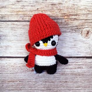 PDF Пингвинчик в шапочке схема вязаной игрушки крючком