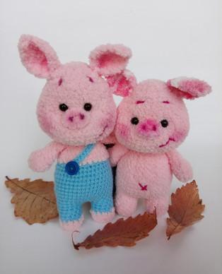 PDF Плюшевые свинки схема вязаной игрушки крючком
