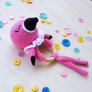 PDF Погремушка Фламинго схема вязаной игрушки крючком