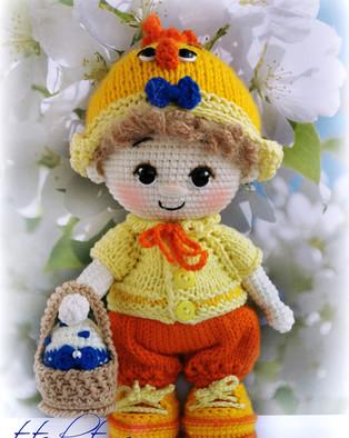 PDF Пупс малыш в костюме цыпленка схема вязаной игрушки крючком