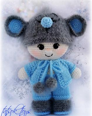 PDF Пупс малыш в костюме мышонка схема вязаной игрушки крючком