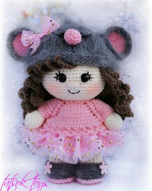 PDF Пупс малышка в костюме мышки схема вязаной игрушки крючком