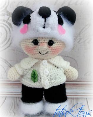 PDF Пупс в костюме панды схема вязаной игрушки крючком