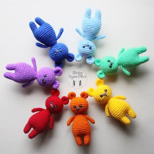 PDF Радужные медвежата схема вязаной игрушки крючком