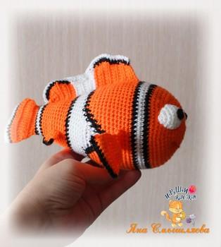 """PDF Рыбка-клоун """"Немо"""" схема вязаной игрушки крючком"""