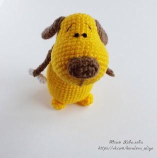 PDF Собачка-сувенир схема вязаной игрушки крючком