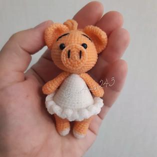 PDF Свинка в платье схема вязаной игрушки крючком
