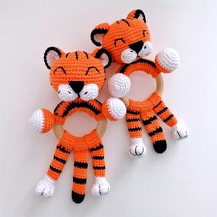 PDF Тигруша-погремуша схема вязаной игрушки крючком
