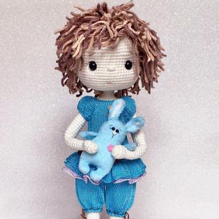 PDF Зайка для куклы схема вязаной игрушки крючком