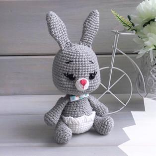 PDF Зайка-малышка схема вязаной игрушки крючком