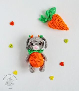 PDF Зайка-морковочка схема вязаной игрушки крючком